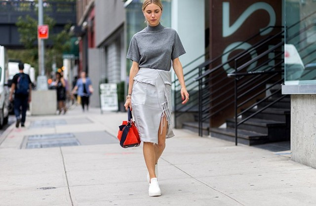 nyfw-mockneck-funnelneck-shortsleeve turtleneck-wrap skirt-grey-work outfit-sneakers-white sneakers-snekaers and skirts-nyfw-via-the styleograph