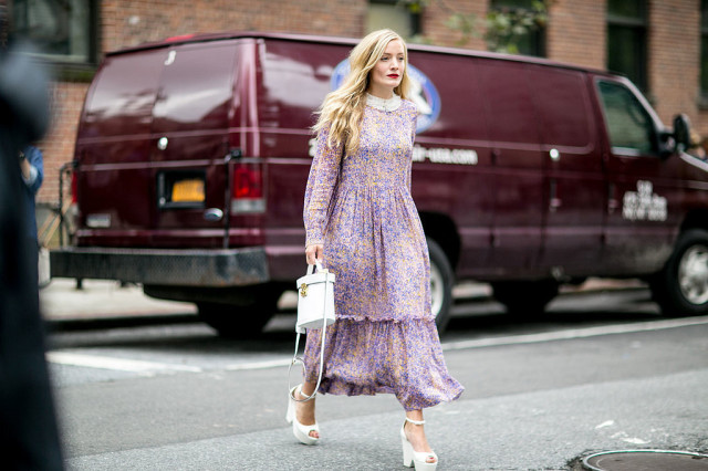 nyfw-printed dress - 70s boho dress - platform wedges - kate foley-white shoes heels - white purse - kate foley- via popsugar