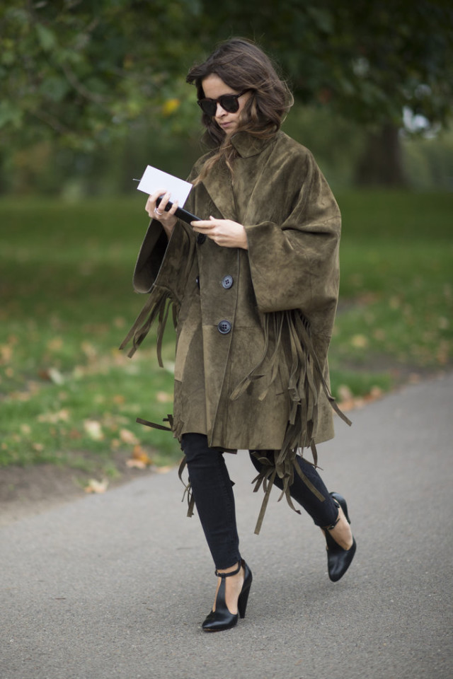 oversized fringe suede jacket-lfw london fashion week street style-fall otufits-