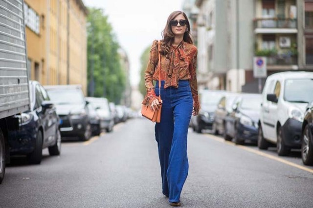 paisley blouse-tie neck blouse-flare jeans-boho fall prints fall fashion-milan fashion week via the styleograph