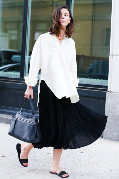 pleated midi skirt black and white white oxford tunic choker necklace slides summer to fall transititional dressing via elle