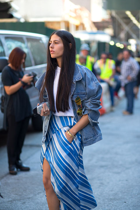 striped asymmetrical heline-oversixed denim jacket-white tee-fall to summer summer to fall dressing-gilda ambrosio-nyfw-maria duenas jacobs-via-elle.com
