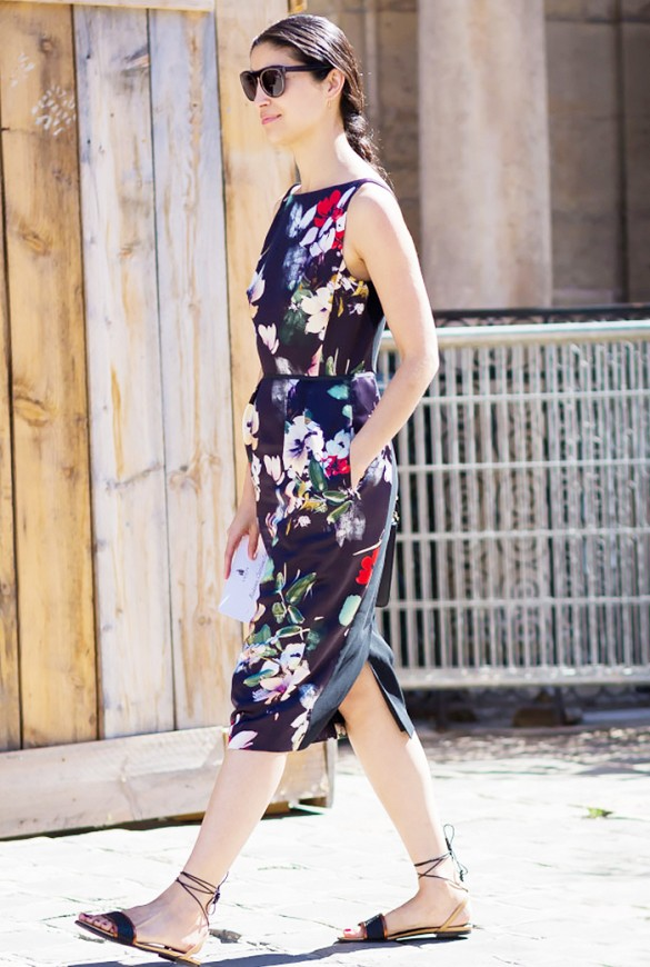 summer to fall dark florals work outfit lace up gladiator sandals caroline issa via style du monde
