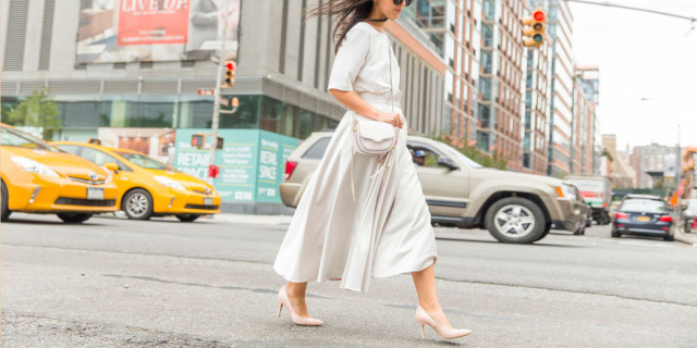 summer to fall dressing-all white-putty-pink pumps-white midi skirt-white tee-all white monochromatic - off white-nyfw-cosmo