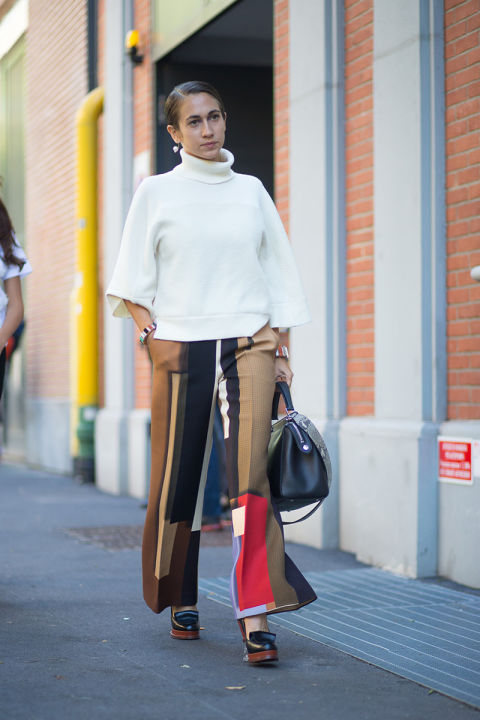 white turtleneck sweater-chunky sweater-fringe loafers-heeled loafers-colroblcok pants-flare pants wide leg pants-fall colors-fall colorblocking-