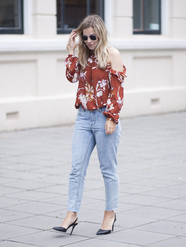 cold shoulder top-fresh florals-mom jeans--summer going out night out-simple black pumps