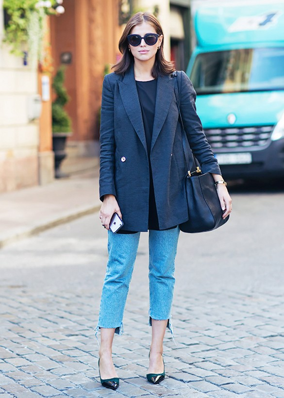 cropped jeans fall outfit, boyfriend blazer, fringe jeans, unhemmed, black and navy