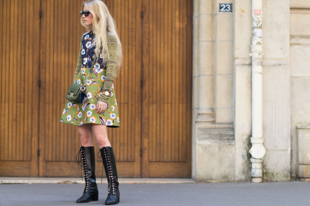 paris fashion week street style fall outfits patchwork prints mixed prints 70s prints boho turltneck utility boots
