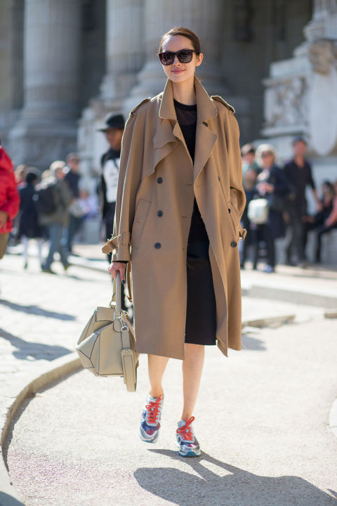paris fashion week street style classic trench coat lbd work