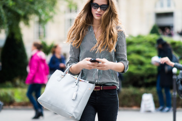 paris fashion week pfw street style elle black and white stripes striped oxfordd belted black sknny jeans