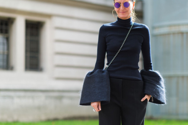 paris fashion week pfw street style elle cuffs retro sunglasses hookps turteleck all black