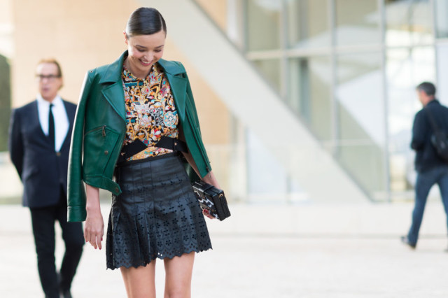 paris fashion week pfw street style elle miranda kerr black leather mini skirt emearld green leather laser cut leather fall printz bold prints