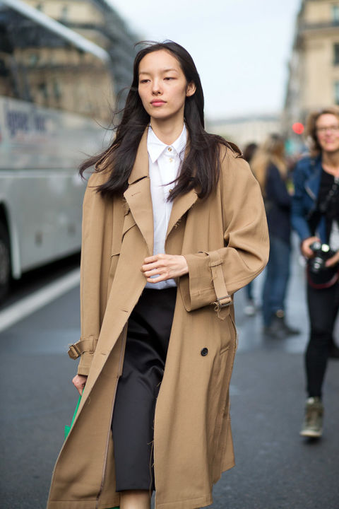 paris fashion week classic trench coat work white oxford black pencil skirt neutrals