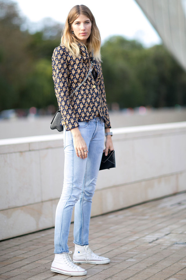 skinny jeans white converse high top sneakers printed jacket blazer fall prints boho prints brocade metallics Paris-Fashion-Week-Day-9