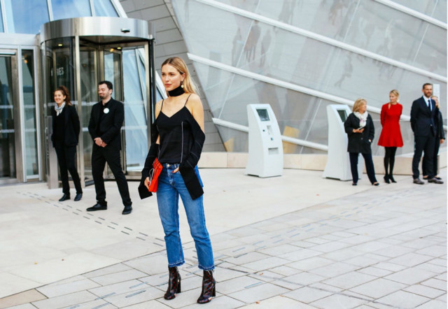 cropped jeans frayed hem jeans cutout shirt booties jeans and booties tortoise booties shoes red clutch choker night out going out look de pernille