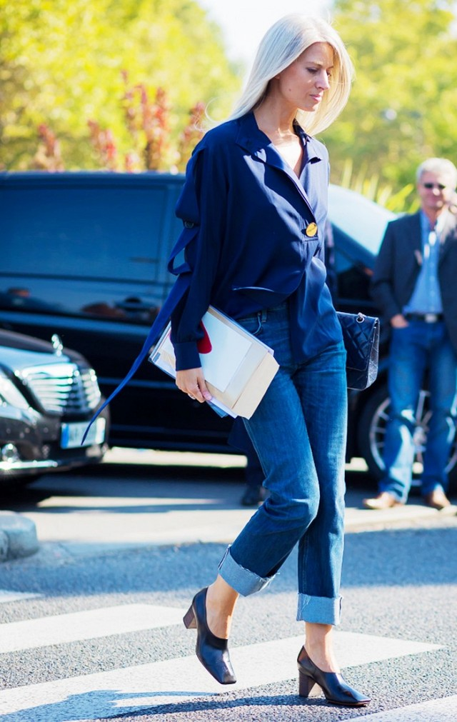 cuffed jeans pilgrim shoes navy blouse fall work going out night out date night outfit editor style