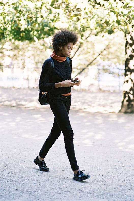 fall weekend black skinnies funnel nek turtleneck orange burnt orange creeper lace up loafers oxfords backpack model off duty via