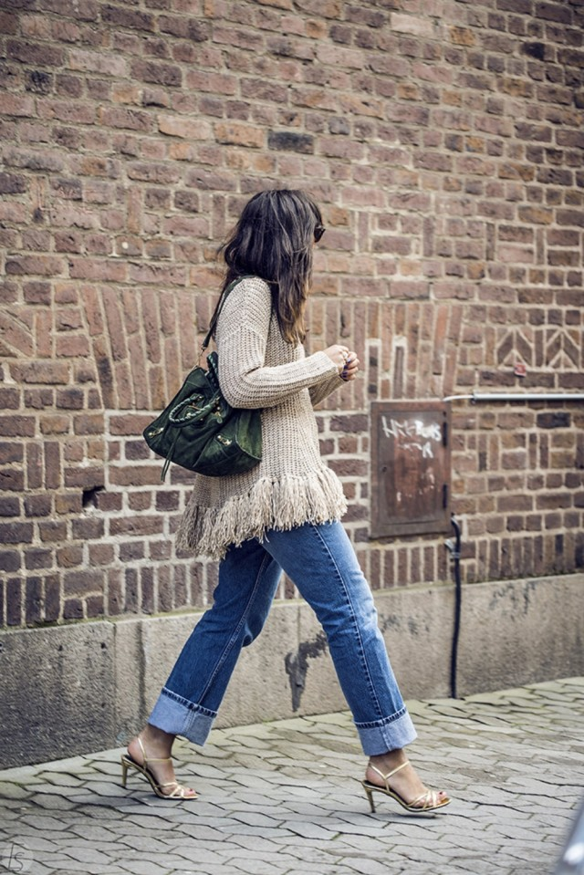 fringe sweater gold sandals cuffed means boyfriend jeans night out going out via hanna mw