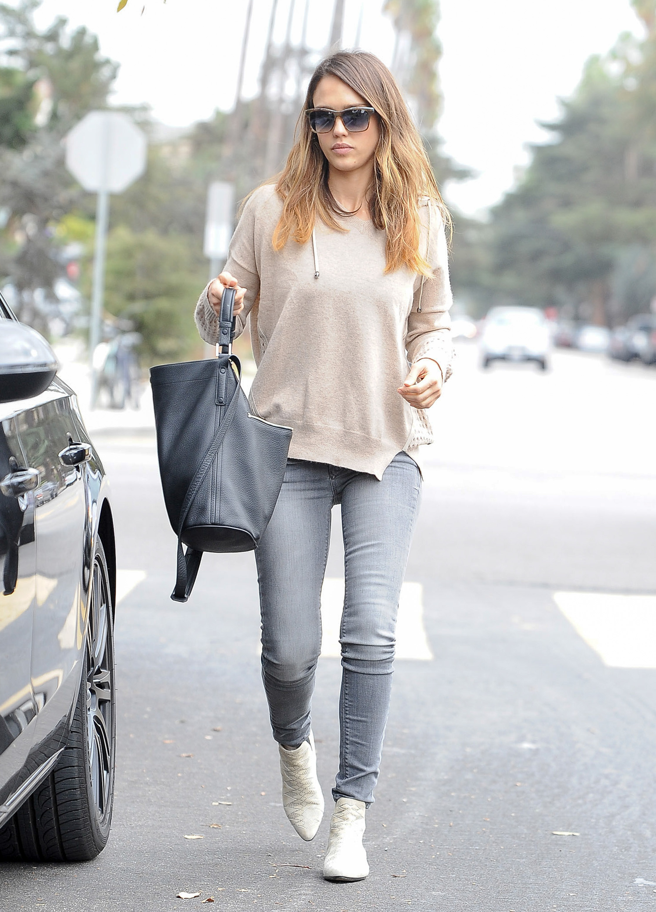 How to Dress Like Jessica Alba | Closetful of Clothes