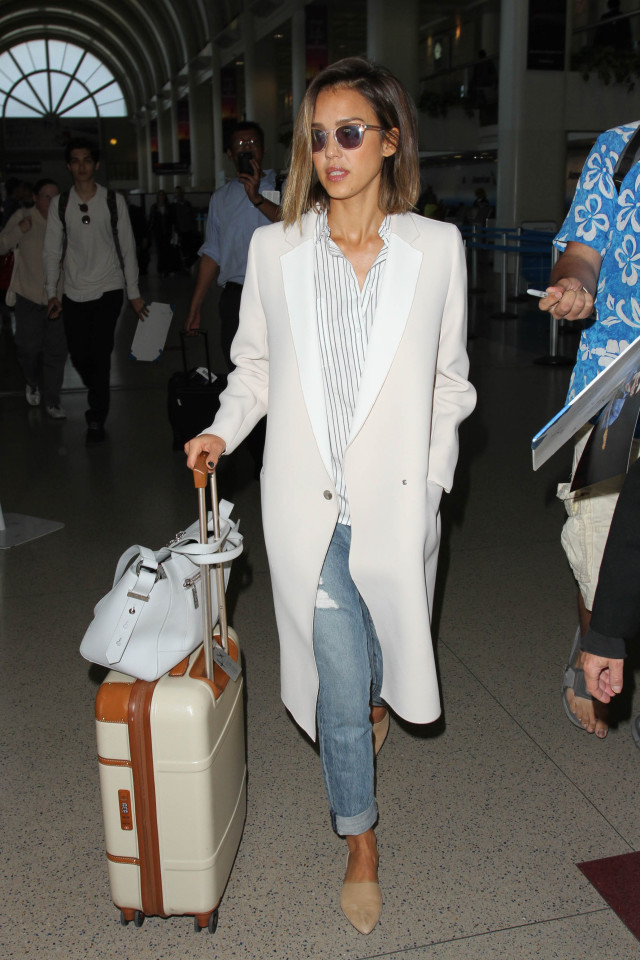 how to roll your jeans, denim styling, jeans, airport style, jessica alba