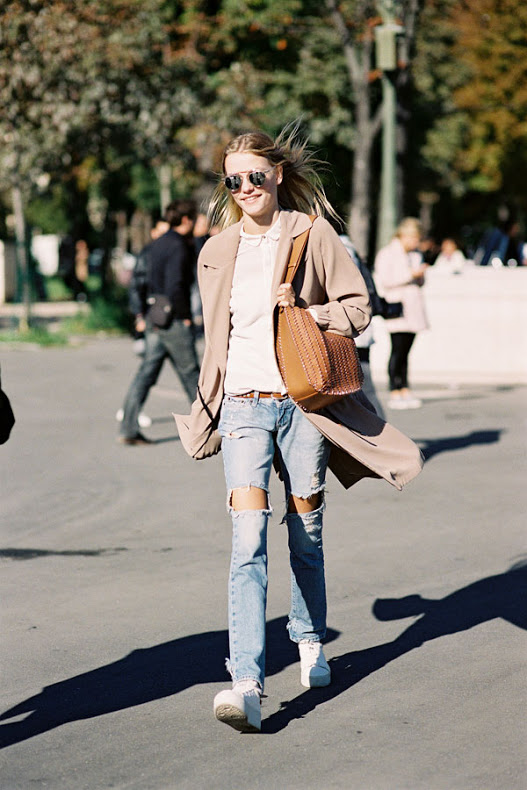 model off duty straight leg jeans distressed ripped denim white sneakers duster coat white tee weekend outfit fall paris fashion week