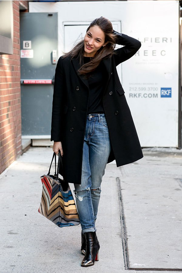 how to cuff your jeans, styling hacks, denim styling tricks, rolled jeans high waisted mom jeans black tee black pea coat jeans and booties fall winter outfits striped tote maria duenas editor style via