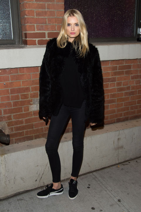 what to wear, winter night out, fur coat, sneakers, model off duty style, lily donaldson, black skinnies, all black