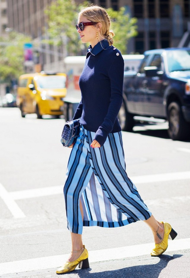 navy-wrap skirt-stripes-vertical stripes-wrap skirt-gold shoes-glove shoes-monochromatic-pilgrim shoes-blue-look de pernille via stle du monde