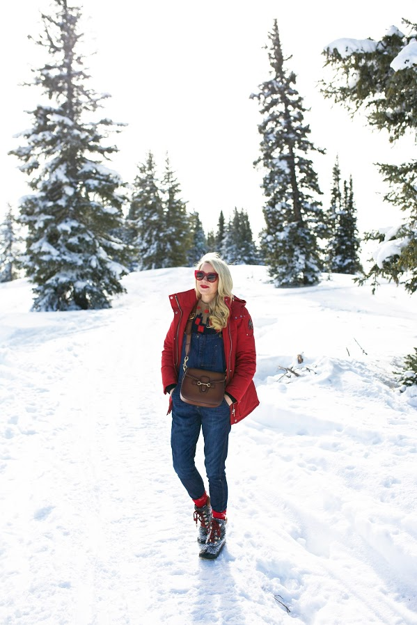 snow outfits, what to wear in a snowstorm, winter outfit, ski outfits-ski sweater-parka-overalls-snow boots-atlanticpacific