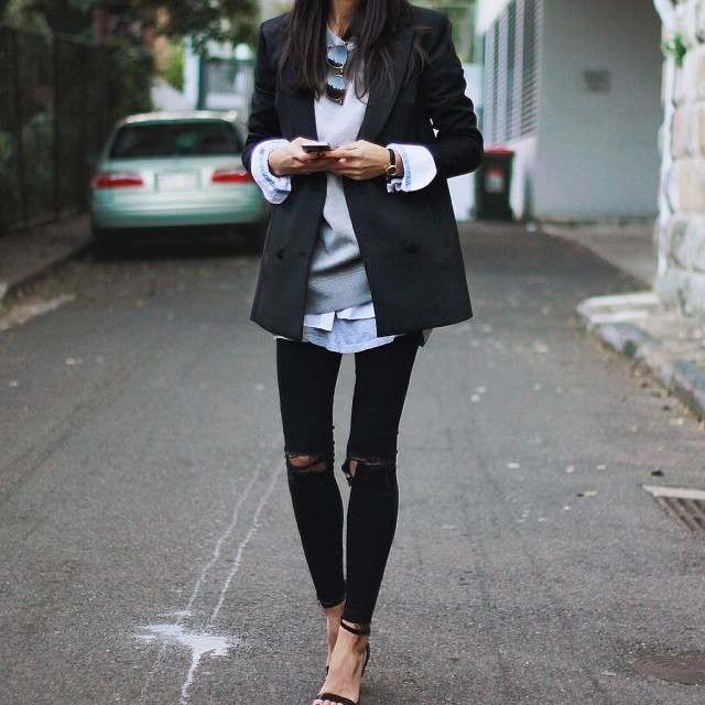 weekend layers-how to layer-sweater over oxford shirt over tee-skinny jeans-black blazer-simple black sandals-
