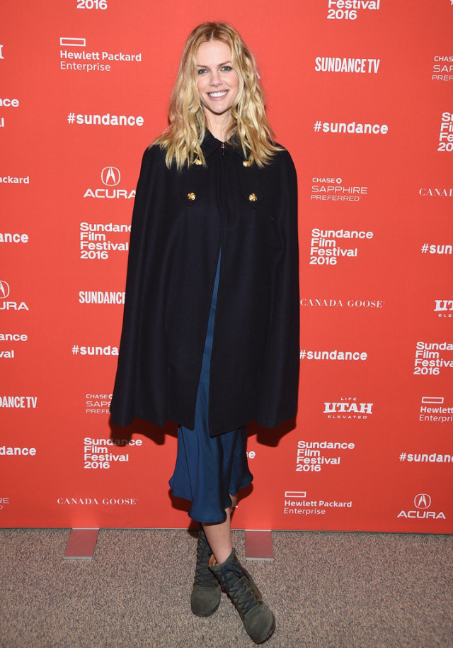 Brooklyn-Decker- sundance film festival, snow outfits, cape, ankle boots
