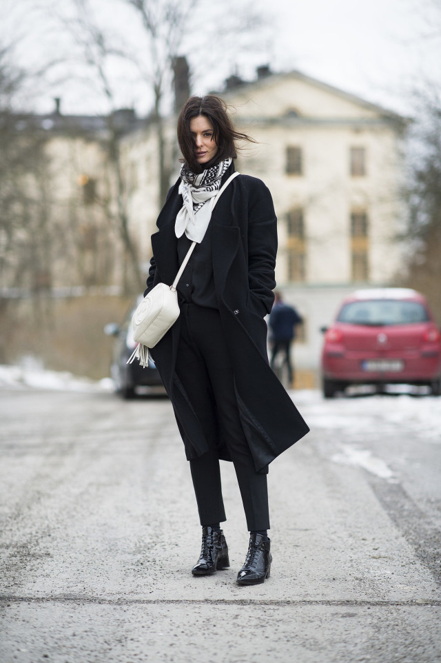 all black-black lace up boots -patent leather-socks and boots-patent leather-black coat-winter style-what to wear when its freezing outside-snow outfit-le 21eme-work