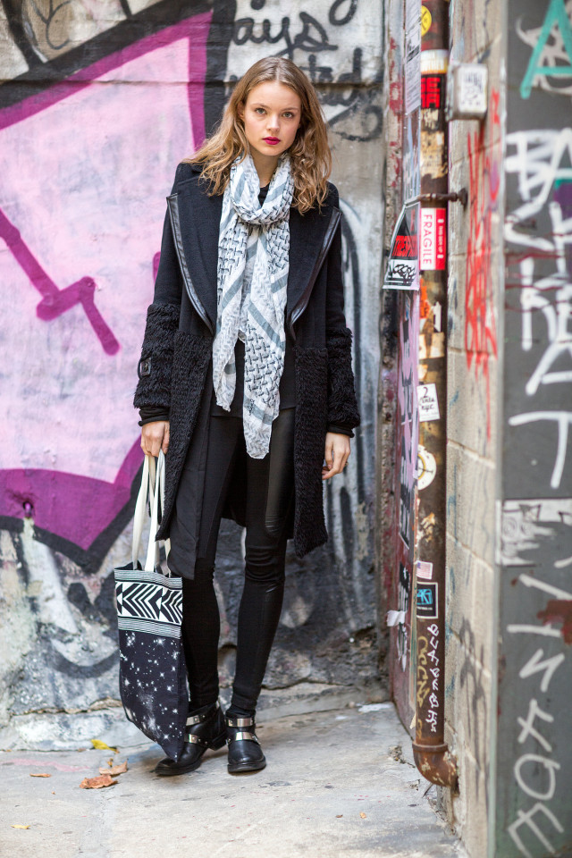 what to wear this weekend, what to wear to brunch, black skinnies leggings-black coat-statement coat-printed scarf-black moto boots-winter outfit-what to wear when freezing-