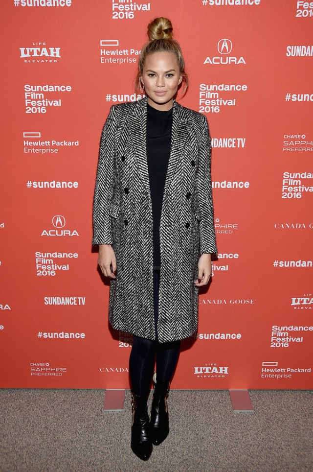 chrissy teigen sundance - winter outfit-bump style-snow outfit