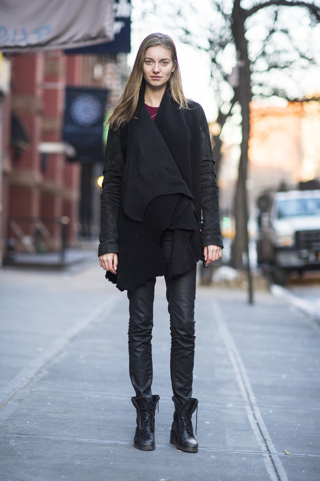 snow outfits, what to wear in a snowstorm, winter outfit, combat boots-lace up boots-black skinnies-coated skinnies-shearling-moto jacket-all black-weekend outfit-winter style-what to wear when its freezing outside-snow outfit-