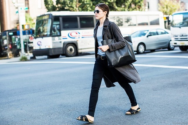 emily gloss-weekend outfit-fall spring-neutral-minimalist-isabal marant sandals-car coat-black tote-black skinnies-slides-gre tee-via-
