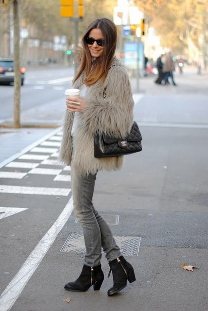 grey fur coat-white tee-grey skinnies-ankle boots-winter weekend outfit-cofee-brunch-
