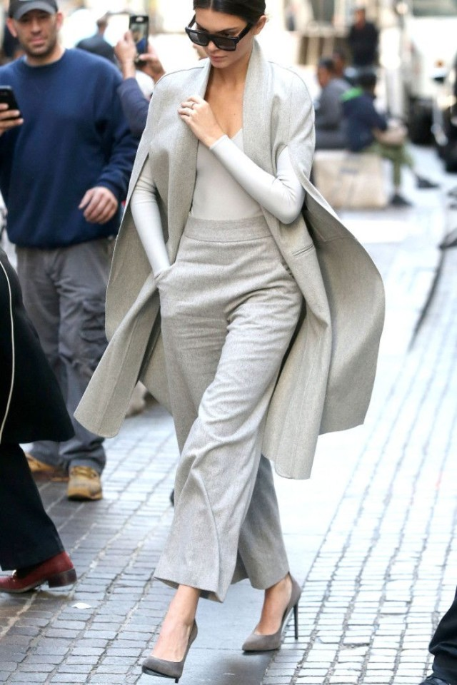 grey-monochromatic-groutfits-fall winter work outfit-cropped pants-kendall jenner-model off duty style-graziadaily.co.uk