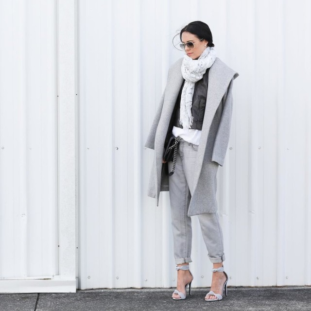 how to roll your jeans, denim styling, jeans grey-monochromatic-groutfits-rolled pants-grey coat-rolled boyfriend jeans-sandals-scarf-instagram fifideluxeblog