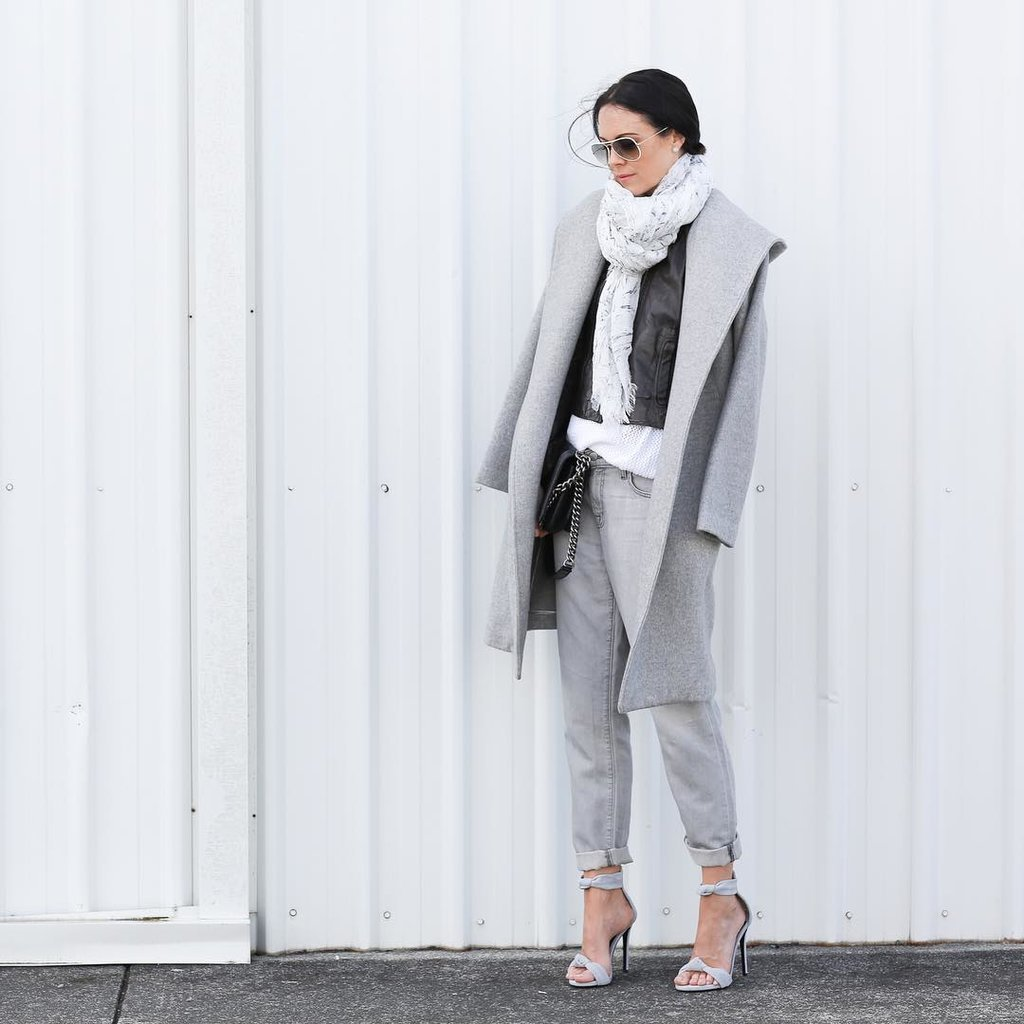 grey-monochromatic-groutfits-rolled pants-grey coat-rolled boyfriend jeans-sandals-scarf-instagram fifideluxeblog