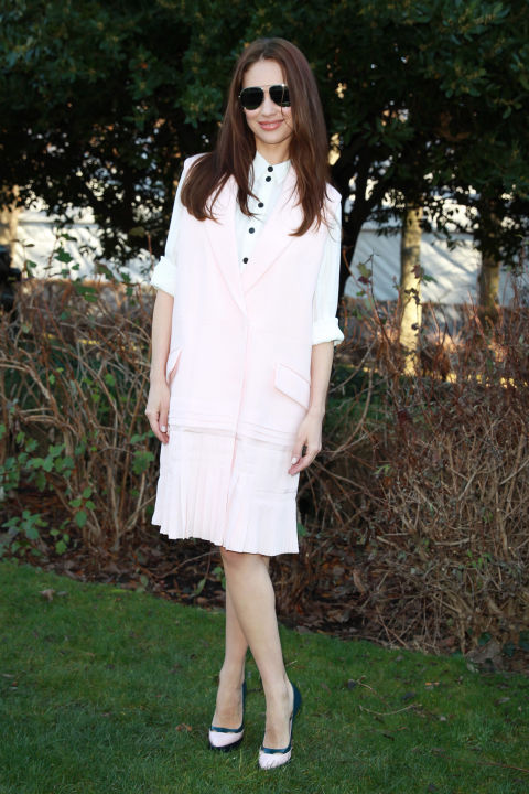 paris couture fashion week-pastel pink vest-spring work outfit-party-olga-kurylenko
