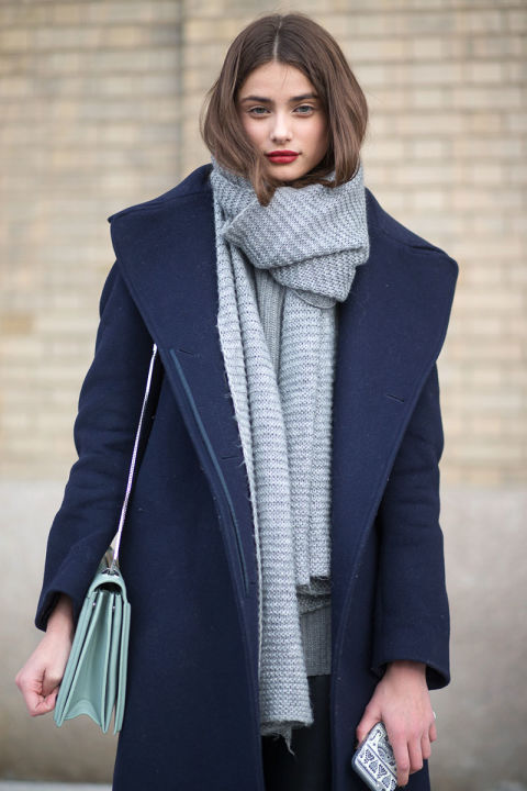 what to wear when it's freezing out, navy coat, grey scarf, big scarf, layering