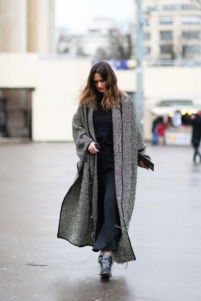 how to wear a maxi dress in winter-maxi dresses-navy-coat-blanket coat-refinery 20