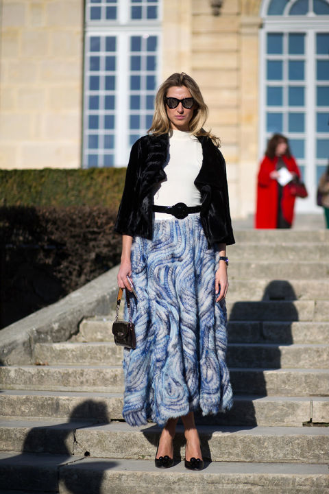 paris couture street style 2016-lauren remington platt-maxi skirt-belted-turtleneck-fur jacket-hbz