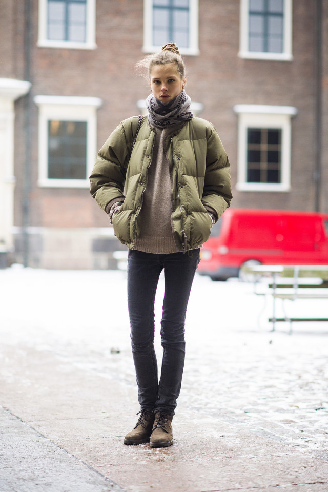 what to wear this weekend, what to wear for a night out in winter, puffer jacket-winter outfit-what to wear when its freezing outside-black jeans-work boots-lace up boots-sweater-mode off duty style-weekend outfit- scarf-winter fall neutrals