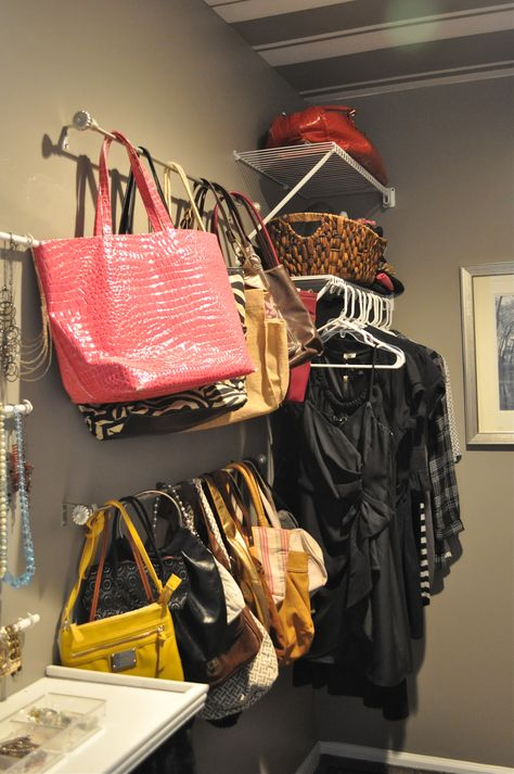 purse organization-closet organization-hang cl purses on rod in closet-shower rods into purse organizer-handbag storage-via-comoorganizarlacasa.com