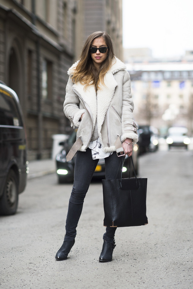 shearling coat-black skinnies-black ankel boots-black tote-printed blouse-friday casual going out outfit-night out-work-weekend-winter style-what to wear when its freezing outside-snow outfit-
