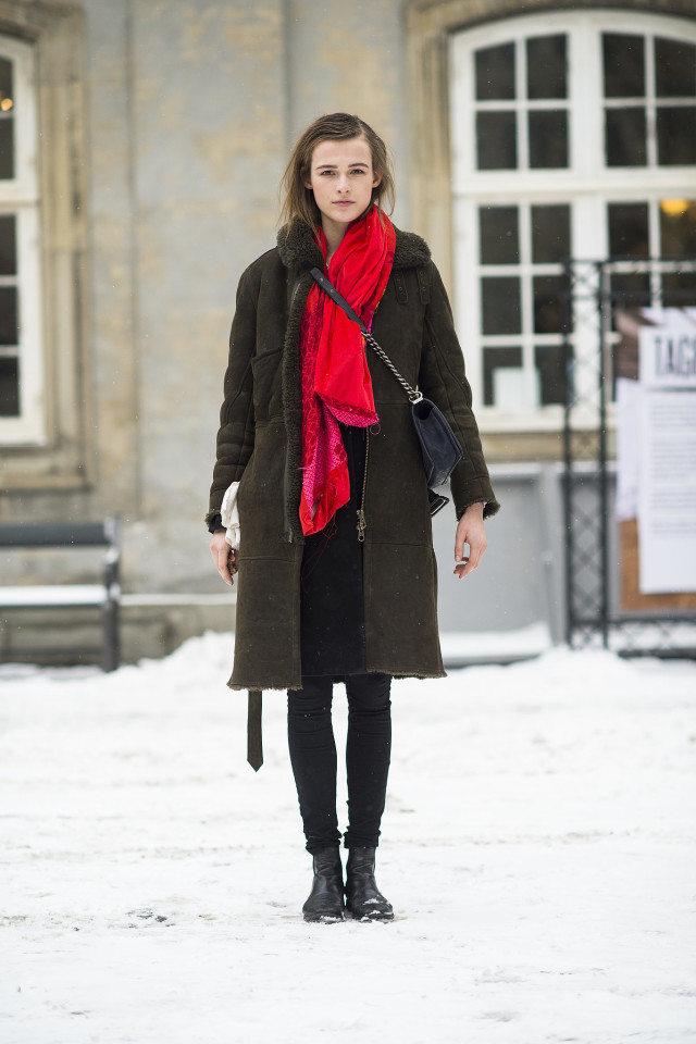 snow outfits, what to wear in a snowstorm, winter outfit, shearling coat-black skinnies-red scarf-black chelsea boots-winter style-what to wear when its freezing outside-snow outfit-