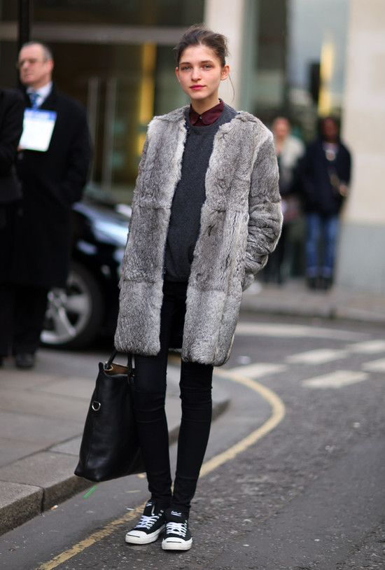 sweater over shirt-converse sneakers-black sknnies-grey fur coat-black tote-model off duty style-