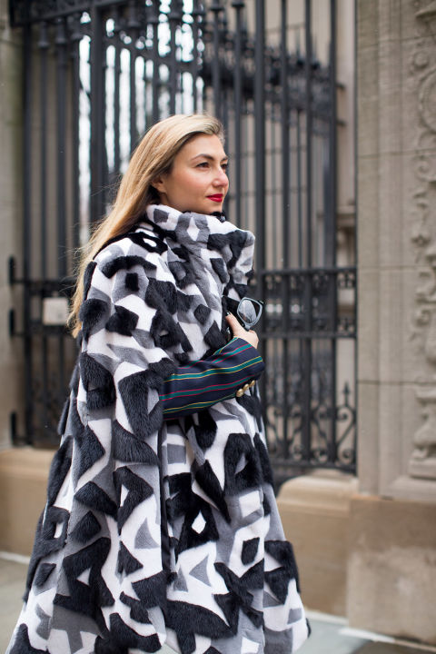 black and white geometric print statement coat-winter outfits-nyfw street style 2016-hbz